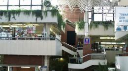 Торговый центр моет крышу