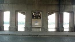 Из под моста, на под реку