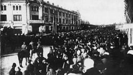 Похороны жертв революции (колонна народа по Любинскому проспекту)