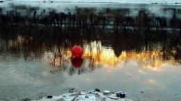 На восходе красный шар