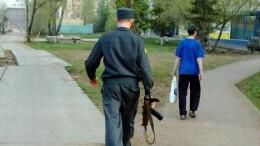 Идёт милиционер по городу