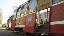 КамАЗ сбил трамвай с рельсов