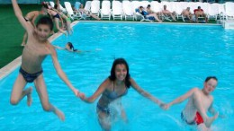 Полетели в воду