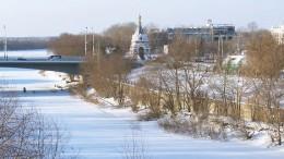 Вид на Серафимо-Алексиевскую часовню и Юбилейный Мост