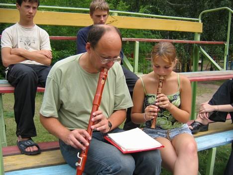 А в каком ещё лагере есть флейтовый дуэт?