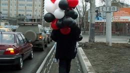 Человек с шарами