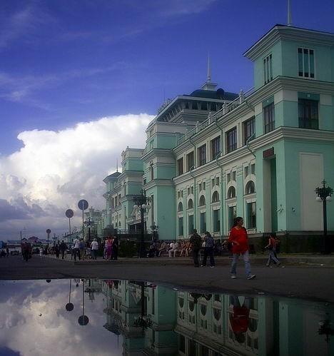 Лужа, облако, вокзал