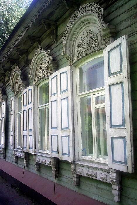 А на окне наличники