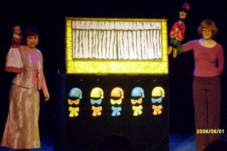 Кукольный театр представляет