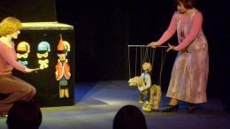 Кукол дёргают за нитки