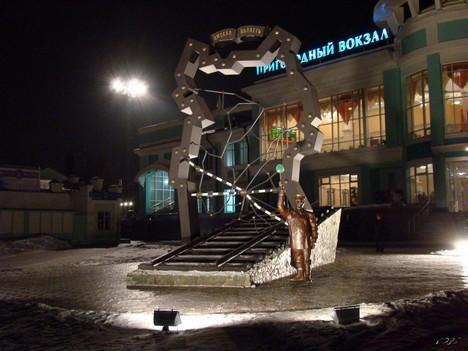 Вечером у Омского пригородного вокзала