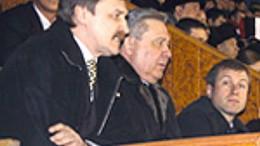 Губернатор на трибуне ледовой арены