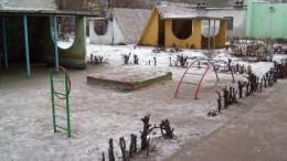 Зима не торопится в детский сад