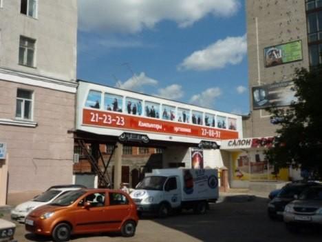 Трамвай заехал на 2-й этаж