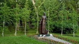 Памятник Анастасии Ларионовой