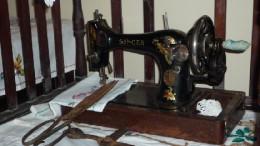 Швейная машинка белошвейки