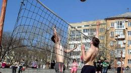 Пляжный волейбол на пляже