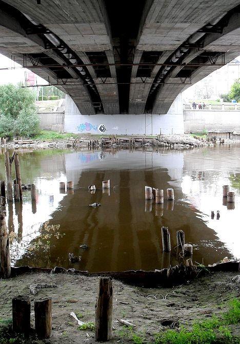 Обнажилась история моста