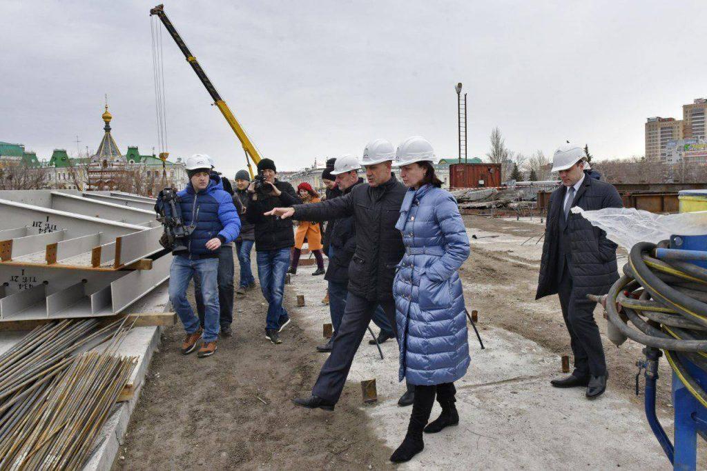 мэр Омска Оксана Фадина инспектирует Юбилейный мост