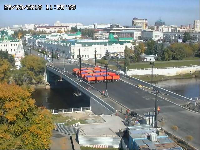 Испытания Юбилейного моста в Омске: 12 камазов над рекой