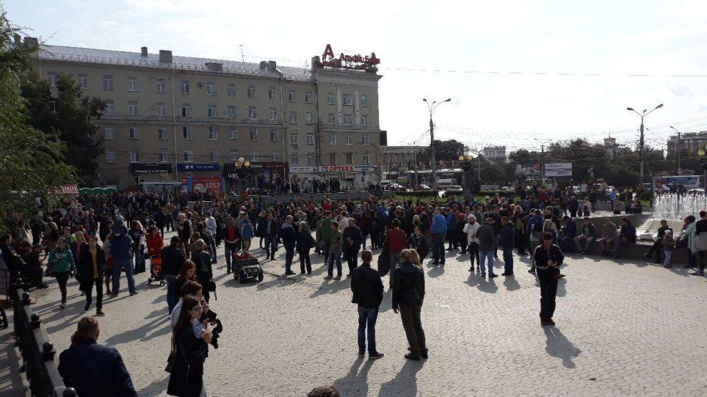 Собрание участников акции 9 сентября 2018 года на Театральной площади Омска
