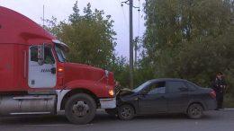 Большегруз остановил водителя, пытавшегося сбежать с места смертельного ДТП