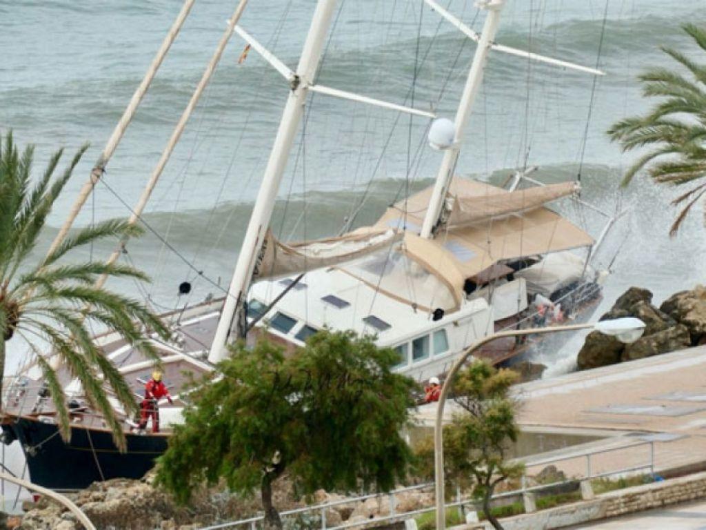 Яхта Сила Сибири потерпела крушение