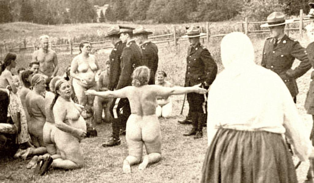 Голая акция протеста русских духоборов в Канаде в 1903 году