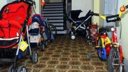коляски в подъезде